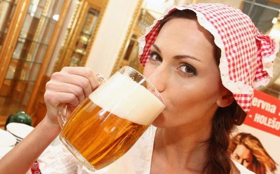 пьет-пиво
